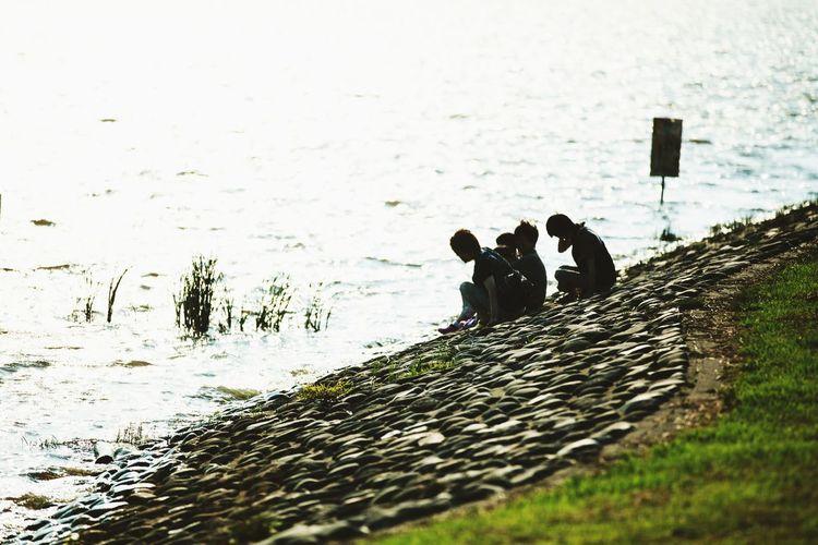 family.lake.sunset.