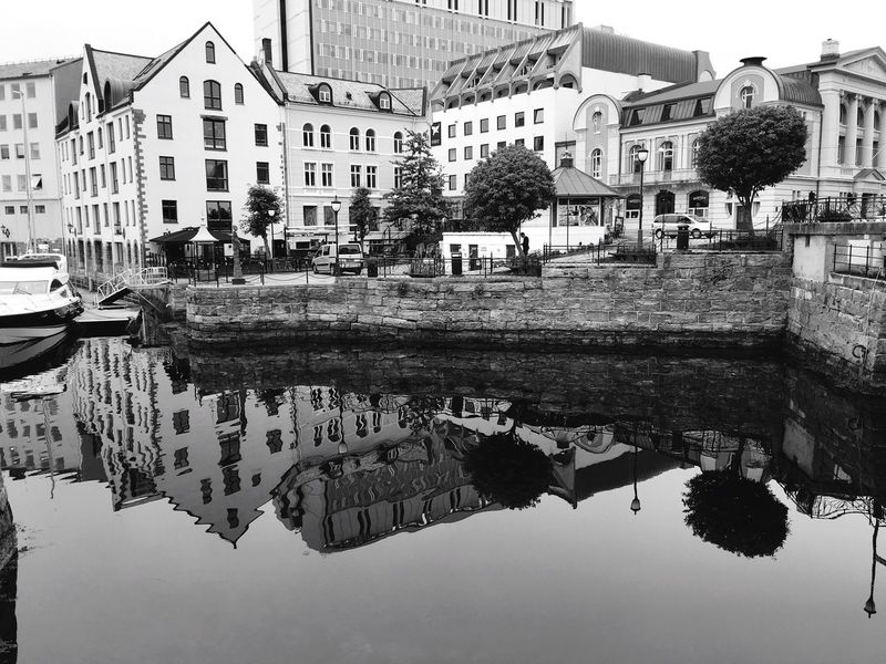 Blackandwhite Black And White Architecture_bw Blackandwhite Photography Black & White Open Edit EyeEmbestshots Eye4photography  Street Photography EyeEm Best Shots Perspective Norway EyeEm Masterclass Eyeemphotography EyeEm Best Edits Shootermag EyeEm Gallery Enjoying Life Cityscapes Norway ✌ Reflection