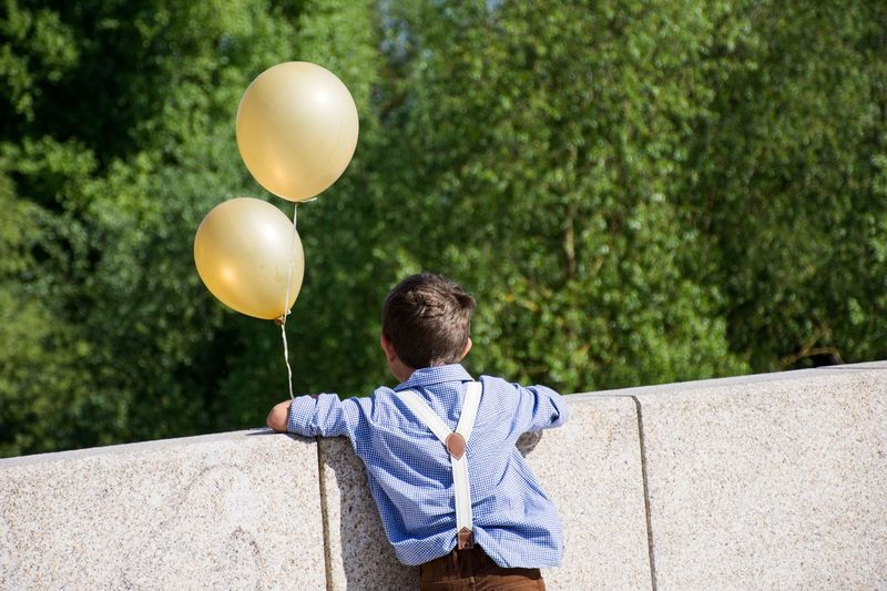 Ballons Balloon Casual Clothing Leisure Activity One Person Plant Real People The Street Photographer - 2018 EyeEm Awards Lifestyles Rear View Focus On Foreground Young Men Boys Males  Outdoors Day Nature Adolescence  Tree