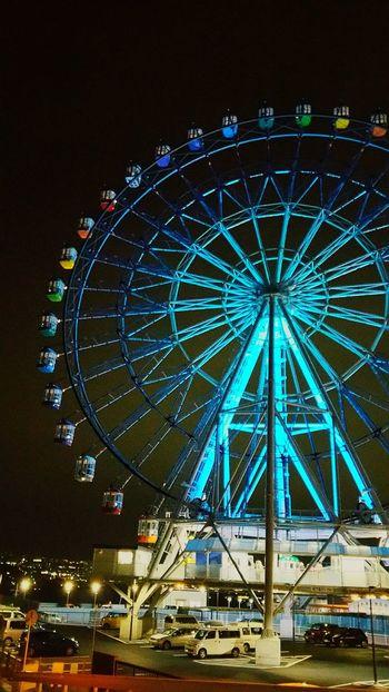 今夜のフジスカイビュー、いつもと違ってblueのみの点灯。青い色大好きな私は嬉しい1晩ですが、どうしてだろう? フジスカイビュー 富士川楽座 富士川SA 富士市 Night Lights Hello World 観覧車 Blue 青 Fujicity やっぱり地元は落ち着くなぁ