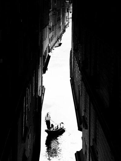 Fantasia italiana. Upside Down Upsidedown Narrow Narrow Street Gondola Gondoliere Blackandwhite Black & White Lookingup Looking Down Opposites Italia Italian