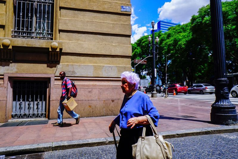 Bolsa People Street Outdoors Senior Adult Building Exterior Senior Women Real People Two People Built Structure