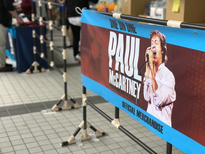 Paul McCartney/グッズ売り場の穴場は東京ドームホテル内 One Person Real People Outdoors Women Portrait Young Adult Day People OneOnOne Paul McCartney's Concert Paul Mccartney