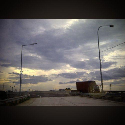 Ceritanya ini lagi dijalan tol.... Jalantol Meruya Meruyaselatan Jasamarga