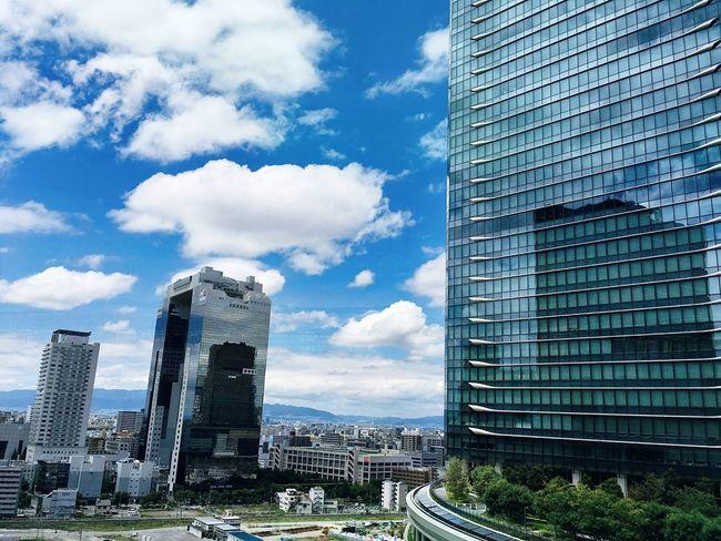 Osaka Station Cityscape Skyscraper Cloud - Sky Smart Simplicity 大阪 憩いの空間