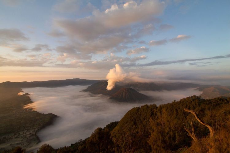 Scenics Mountain Volcano Sky Nature Cloud - Sky Beauty In Nature Erupting Physical Geography Geology Volcanic Landscape Tranquility Power In Nature Outdoors Landscape Tranquil Scene No People Active Volcano Travel Destinations Sunrise Sunrise_Collection Sunrise And Clouds Bromo Tengger Semeru National Park Fog EyeEm Nature Lover The Great Outdoors - 2017 EyeEm Awards