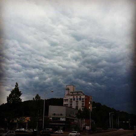 일상 데일리 Daily Dailyphoto Photo Photooftheday 인스타그램 선팔 맞팔 소통 Earth Night 힐링 Nightphoto 구름 자연 Cloud Clouds 자연현상 Korean . 구름이 심상치않다 손오공 나올기세..💨