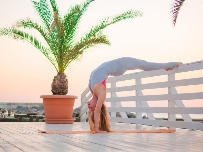 Beautiful Namaste Nature Yoga Yoga Pose Yoga ॐ Art Asana Asanas Beauty In Nature Bodysuit Caucasian Flexibility Henna Henna Tattoo Lifestyles Mehendi Ocean Portrait Sport Sportrecife Summer Tattoo Women Yogagirl
