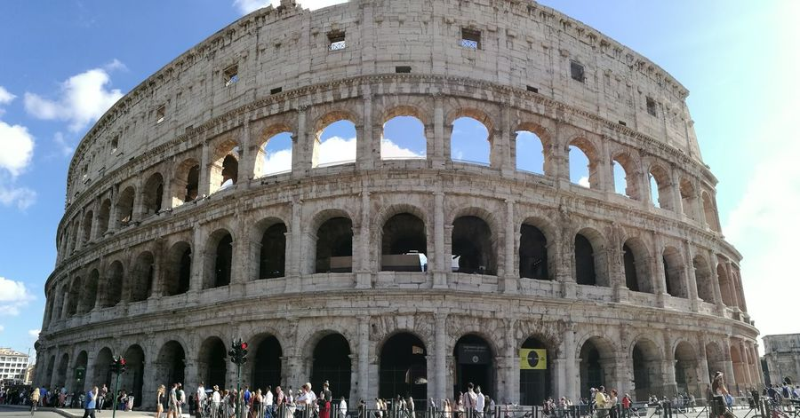 Architecture Travel Destinations Built Structure History Travel Tourism Colesseo Ancient Arch Building Exterior Large Group Of People Sky Real People Outdoors People Day Adult Adults Only