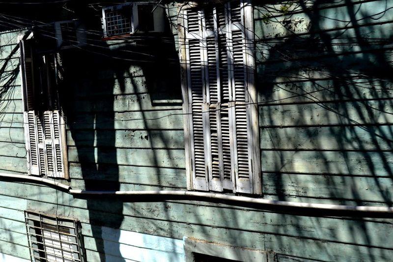 Sombras. Barrio