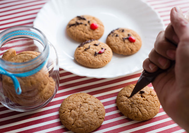 Cookie Baked Homemade Food Cereal Plant Human Hand Raisin Sweet Food Human Body Part Day Indoors  People Close-up Ready-to-eat