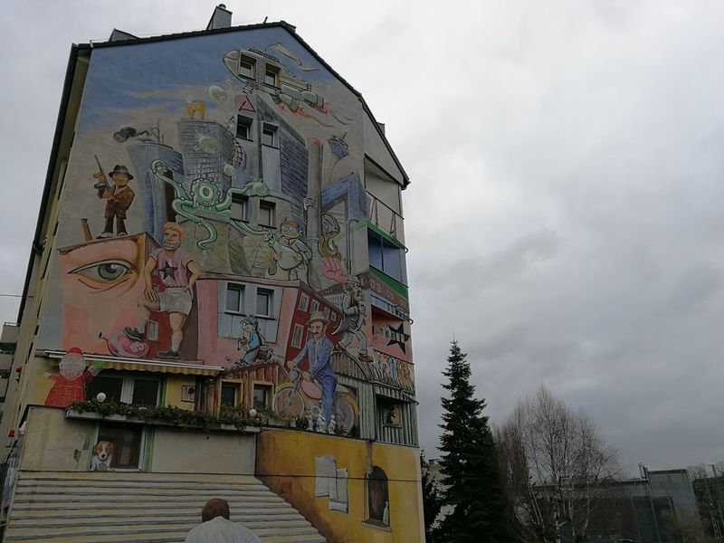 Street Art Street Art Photography Street Art/Graffiti Painting Painted Houses Düsseldorf Architecture Building Exterior Built Structure History Business Finance And Industry Day Sky