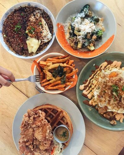 Food therapy ☺🍴 Food Foodporn Cafe Cafehopping Salted Egg Chicken And Waffles Brocolli Sinleefood Tiong Bahru