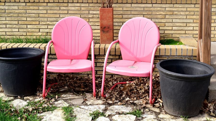 empty pink chairs in the front yard Bradleywarren Photography Room For Text Bradley Olson Room For Copy Copyspace Copy Space Backgrounds Background Minnesota Minneapolis Chairs Pink Color Pink Empty Empty Chair Empty Chairs Sitting Yard Outdoors Outdoor Furniture Chair Exterior Urban Scene Settlement Building Exterior Residential District Residential Structure Folding Chair Building Architecture