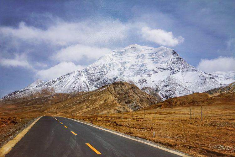 On the way to Karola Glacier and Yamdrok Lake, Tibet