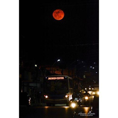 A lua e a cidade Demerson Mendes Fotografia Lua  Moon Cidade Brasilcotidiano Cotidiano Nikon Santarém Meubempara Demersonmendesfotografia