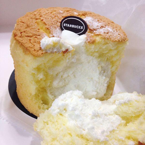 HeNi_Loves_Eat Food Starbucks Cake Bread Cream 스타벅스 빵 케이크 생크림 Foodie