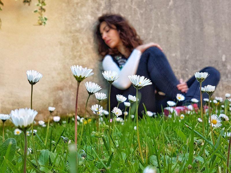 @oih_la_la Hairstyle Meadow Plain Outdoors Modelo Flores Margaritas