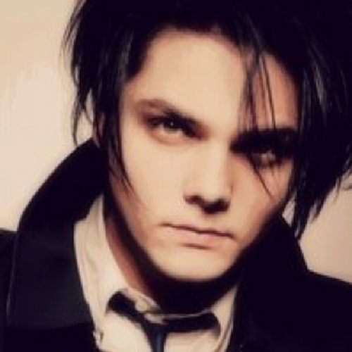 MCM I remember when My Chemical Romance was so big that you could get their posters in those tween pop magazines that are now littered with Justin Bieber nonsense. Gerardway  Mychemicalromance MCR killjoys partypoison blackparade helena music greatness