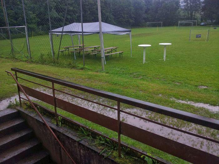 Sportfest der Jugend beim SV Hasel wurde durch das Regenwetter empfindlich gestört. Sportplatz Baden-Württemberg  Fussball An Der Wurzel Fussball Trainingsplatz Pfützen