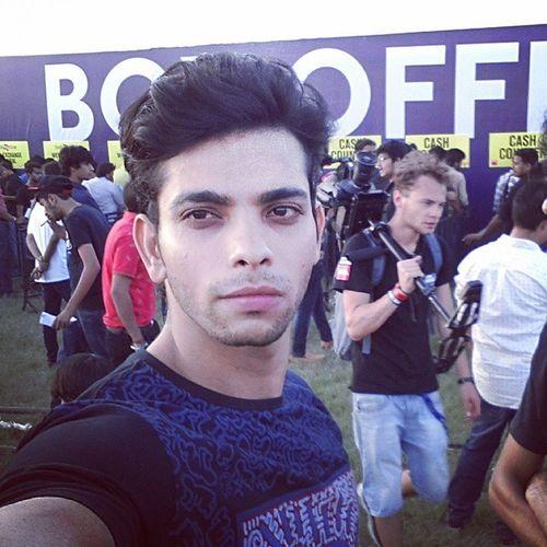 Selfie Selfination IGDaily Imhardwell Hardwell Dj Concert India Delhi F1racecircuit Likesforlikes Instaeffect Boxoffice Model Fit Fun Evening Internationaldj BEATS Party Stayfit Stubble Teeshirt