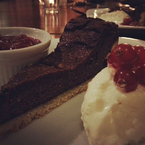 Eattingout Pub Puddings Regularplace temptation yummy chocolate berries compot cream heaven sweetaspie naughty but nice