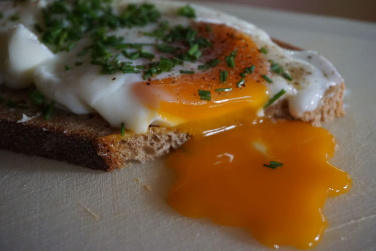 Sandwich with egg and chives