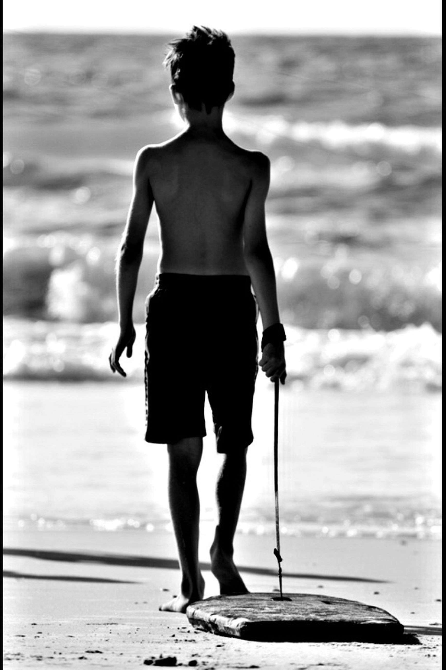 sea, beach, water, shore, horizon over water, standing, full length, rear view, sand, lifestyles, leisure activity, person, vacations, wave, transfer print, outdoors, day, focus on foreground