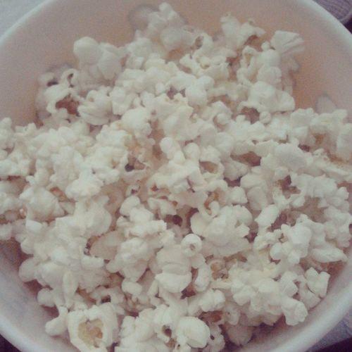 Aqui come-se um balde cheio de pipocas salgadas! :D Pipoca Popcorn Pipocas Salty Salgada
