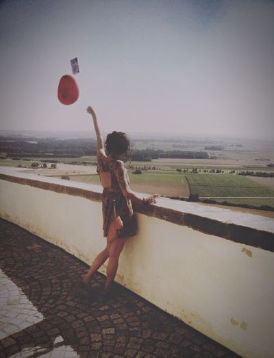 Spread the love! Love SpreadTheLove Balloon Girl Love ♥ Summertime Woohoo Yeah! Heart Heart ❤ People And Places