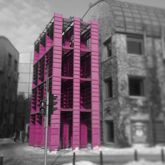 Biblioteka Uniwersytecka Warsaw Powisle Pink Construction steel bw colors pixlrexpress