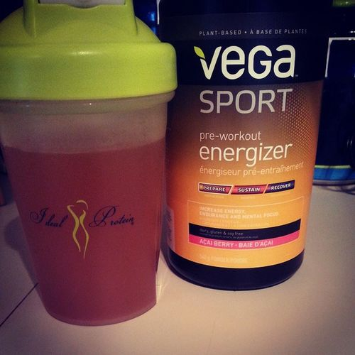 trying out something new.. plant-based pre-workout energizer. Preworkout Vegasport Açaiberry Goodforbody andplanet