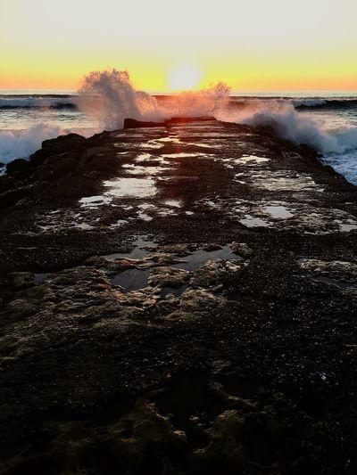 Glitch Sol Rochas Ondas E Mar Sunset Eyeemphotography IPhoneography EyeEm Portugal Praia Beautiful Sunset Sun Rocks Waves And Sea