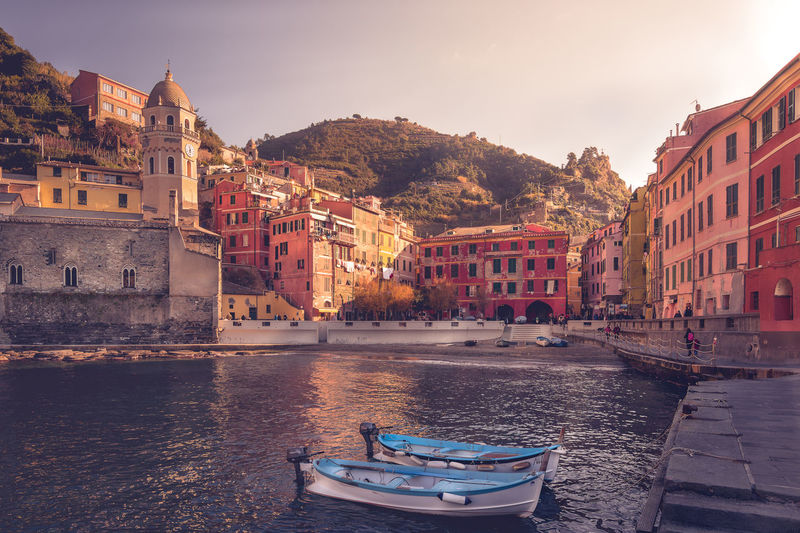 Winter morning in Vernazza, Cinque Terre. (Italy) Architecture Lovers Building Exterior Cinque Terre Cityscape Cinque Terre Vernazza Colored Buildings Architecture Fishermen Boats Fishermen Village Italian Architecture Italy🇮🇹 Outdoors Seaside Cityscape Tourist In Cinque Terre Tourist In Italy Winter Warm Light In Cinque Terre
