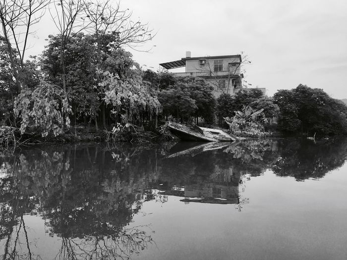 Reflection Weekendtrip Tourism Travel Crocodile Mirror Sunkenboat Building Nature Ancient Chinesevenice Hometown Puning China EyeEmNewHere Tree