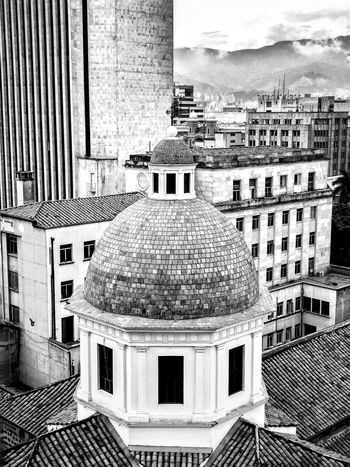 Architecture Church EyeEm Best Shots EyeEmNewHere Roof Up Close Street Photography Architecture Black And White Blackandwhite Building Exterior Built Structure Church Architecture Churches City Contrast Day Dome Enjoying Life Monochrome No People Outdoors Roof Sky White Window Go Higher