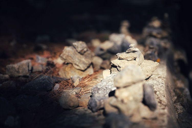 그들의 작은 염원들.. 꼭 이루어지기를 . . #하루한컷 #남한산성 #돌탑 #돌멩이 #5DMARK4 #신계륵 #EF2470F28LIIUSM Leopard Animal Themes Close-up