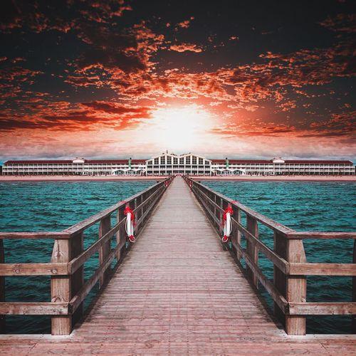 Red sky Sea