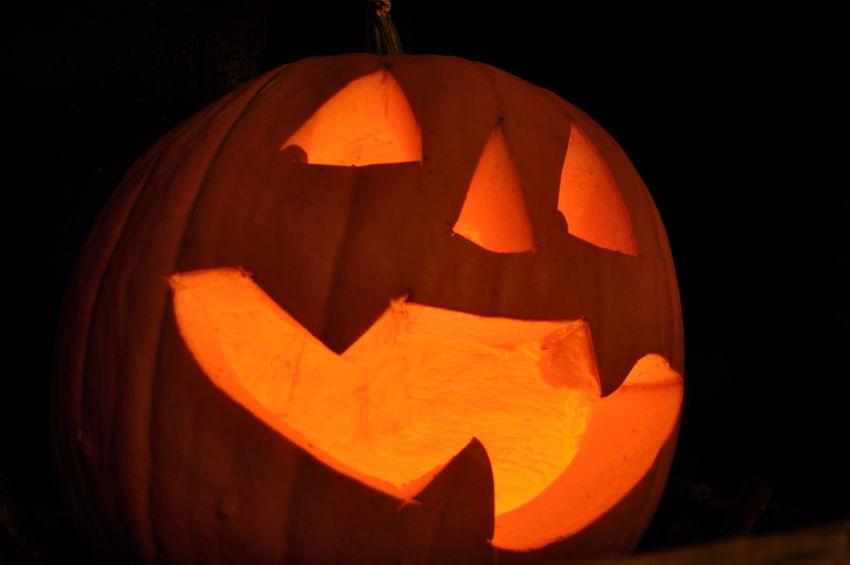 A bit late, but... Happy Halloween! Dark Halloween Holiday - Event Jack O Lantern Jack O' Lantern Laughing Night No People Orange Color Pumpkin Spooky