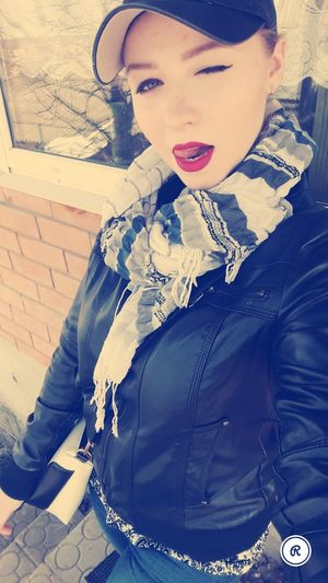 😍😌😊 Goodtime NiceDay♥ ImSoHappy Sunday +17° Warmspringday Springtime 😍😌😊 Beautiful Woman Beauty Portrait Lipstick Eye Make-up Red Lipstick Posing