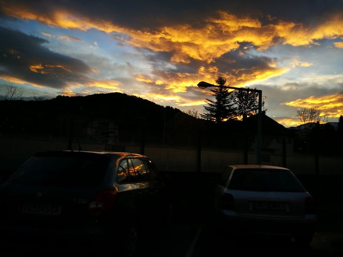 Cloud - Sky No People Outdoors Car Morning Morning Sky Morning Light Awesome Colors Orange Urbanphotography No Filter, No Edit, Just Photography HuaweiP9