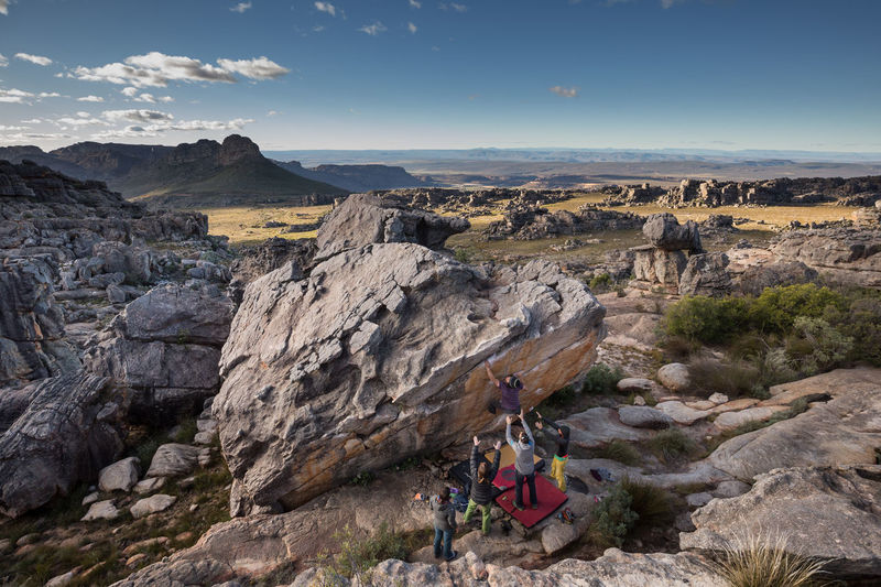 Taking Care Beauty In Nature Bouldering Cliff Climbing Taking Care Of Each Other Friends Full Length Landscape Leisure Activity Lifestyles Mountain Nature Outdoor Sports Outdoors People Real People Rocklands Scenics Sky South Africa Women Klettern Bouldern