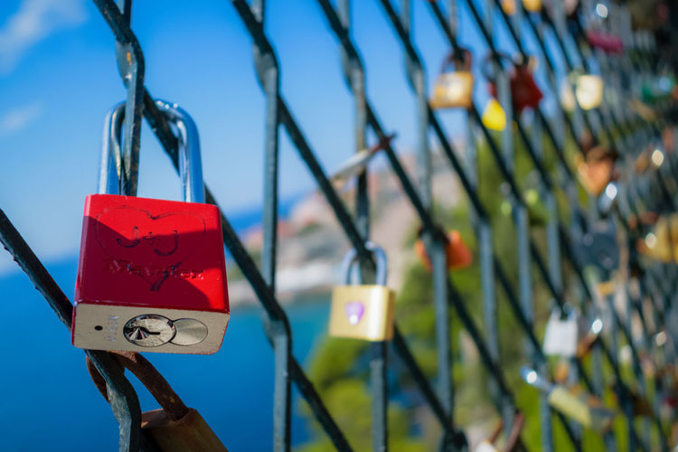 Love is in the air depth of field Love Love ♥ Forever EyeEm EyeEmNewHere EyeEm Best Shots Water Hanging Red Blue Close-up Sky Lock Locked Chainlink Fence Chainlink Capture Tomorrow Moments Of Happiness