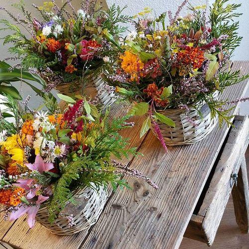 Que tendrán las flores de otoño para gustarnos tanto. Alea Luxuryflowers Fall Otoño Basket Cesta Flores Flowers Cosy Nice Awesome Vigo SPAIN Galifornia Instavigo Lovemyjob