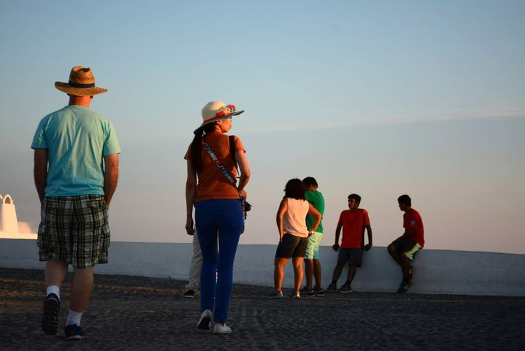 Random Tourists And Locals & an Asian Woman watch The Sunset @ Oia Village , Santorini, Greece . Santorini Island The Tourist Travel Visit Greece Santorini Spontaneous Moment Street Photography Caldera Tourists Nikon D5200 Original Photography Watching The Sunset