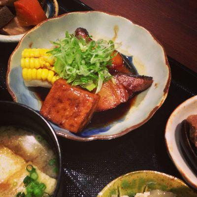 今日のお昼は、銀ダラの煮魚御膳。(燉銀鱈御膳)