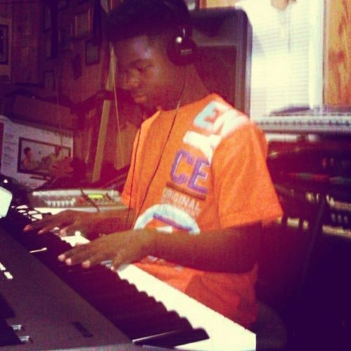 TBT  my ole studio ..... Tascam Trackmachine Elehammondorgan casiokeyboard yamahamm8 cdburner tascam7track korgtritonle korgem-1 sonyheadphone