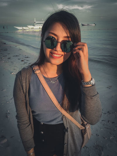 Smiling Portrait Toothy Smile Adult Cheerful Looking At Camera Only Women One Person Happiness Adults Only People Front View Beach One Woman Only Sand Lifestyles Woman Who Inspire You Standing Women Real People Mobile Photography Monochrome Xiaomi Love ♥ Colors