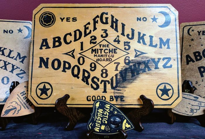 Ouija board. Text Indoors  No People Close-up Ouija Ouija Board  Spiritual Spirituality Spirits Ghosts Halloween Horror Spooky Séance