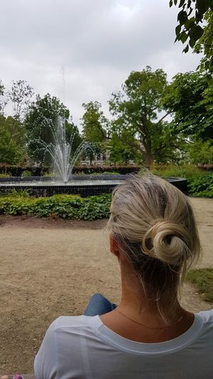 Relaxing Blonde Blonde Girl Blonde Hair Sitting Outside Outside Photography Relax Pixelated Water Tree Spraying Young Women Headshot Motion Human Face Sky Fountain Flowing Water Running Water The Traveler - 2018 EyeEm Awards Summer In The City A New Beginning International Women's Day 2019
